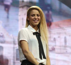 """Shakira opte pour la révolution capillaire pour le clip de son titre """"Perro Fiel""""."""