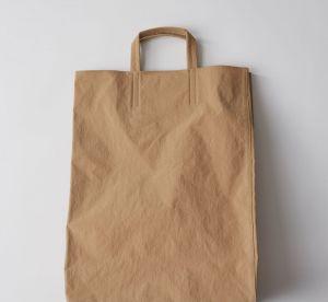 Acne vous propose sa version du sac en papier à plus de 350€ !