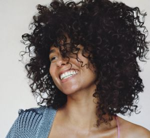 Alicia Keys : en lingerie et sans make up pour Stella McCartney