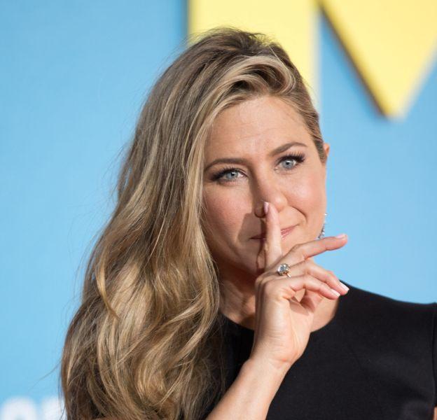 Jennifer Aniston révèle ses rituels bien-être au magazine Self.