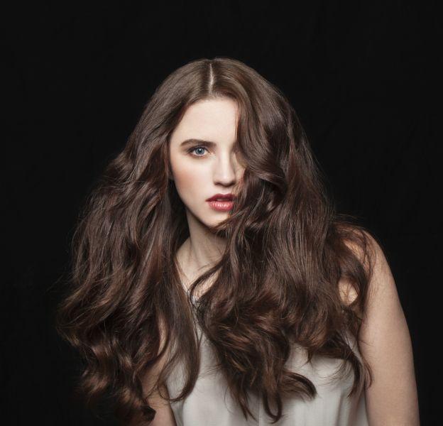 ces coiffures simples et stylées pour les cheveux épais