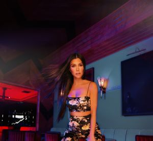 Kourtney Kardashian dévoile sa collection pour PrettyLittleThing.