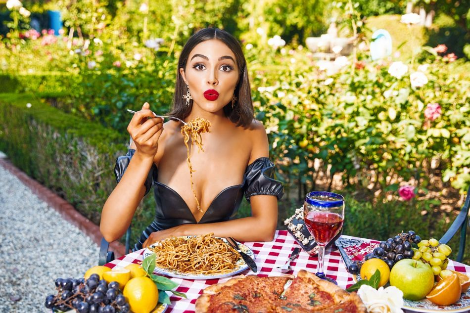 Olivia Culpo pour Pretty Little Thing