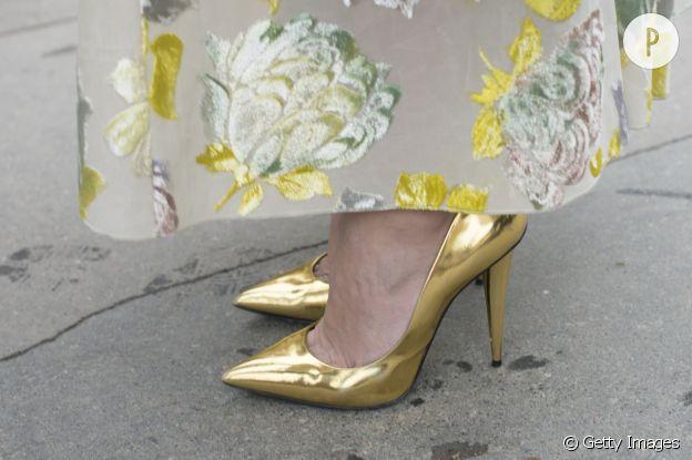 Escarpins dorés : comment les adopter.