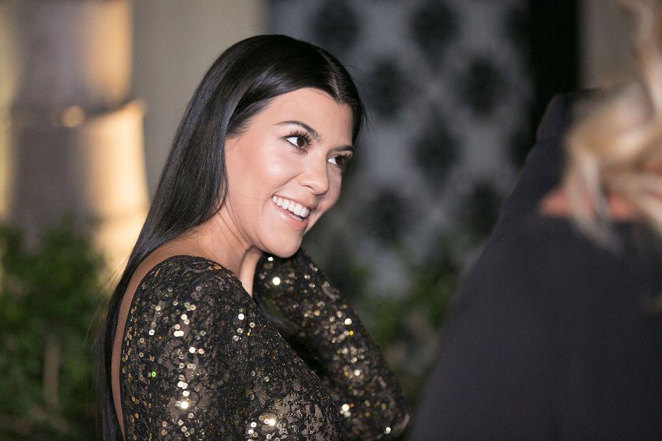kourtney kardashian l 39 a n e du clan est elle enceinte sen360 sn. Black Bedroom Furniture Sets. Home Design Ideas