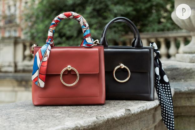 7b5a046e49 Façon mini-cabas, ce sac très élégant est la révélation de cette rentrée.  On l'aime pour son anneau signature que l'on retrouve sur les trois  versions noir, ...
