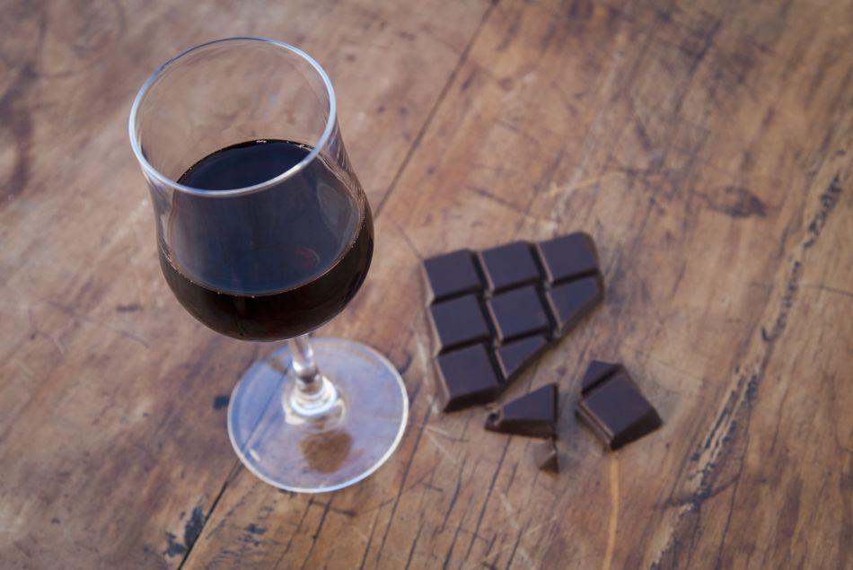 Le vin et le chocolat seraient bons contre le vieillissement