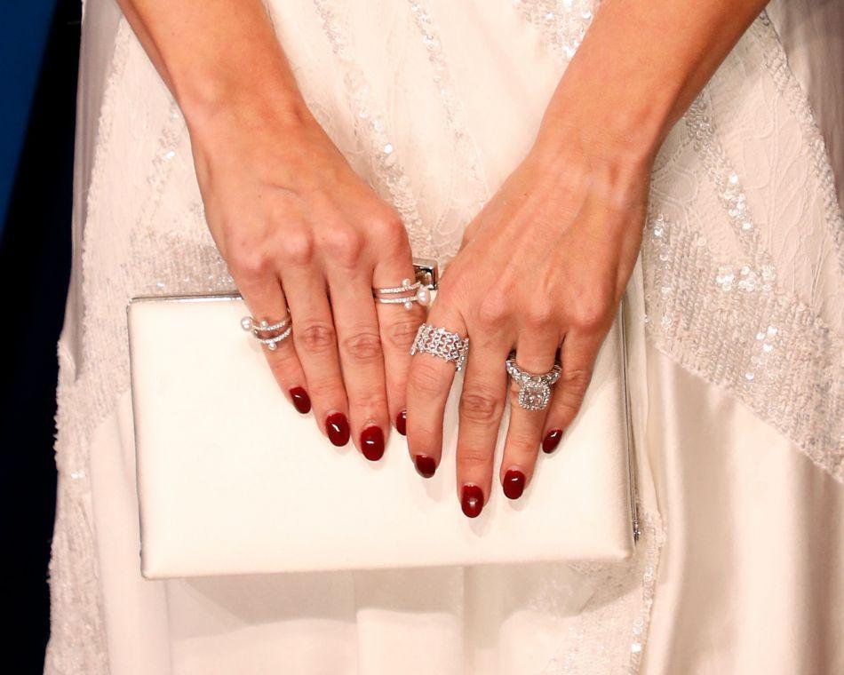 Comment porter le vernis à ongles bordeaux ?