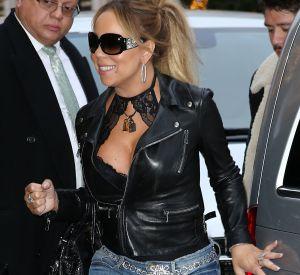 Mariah Carey affiche un décolleté de compétition à Paris.