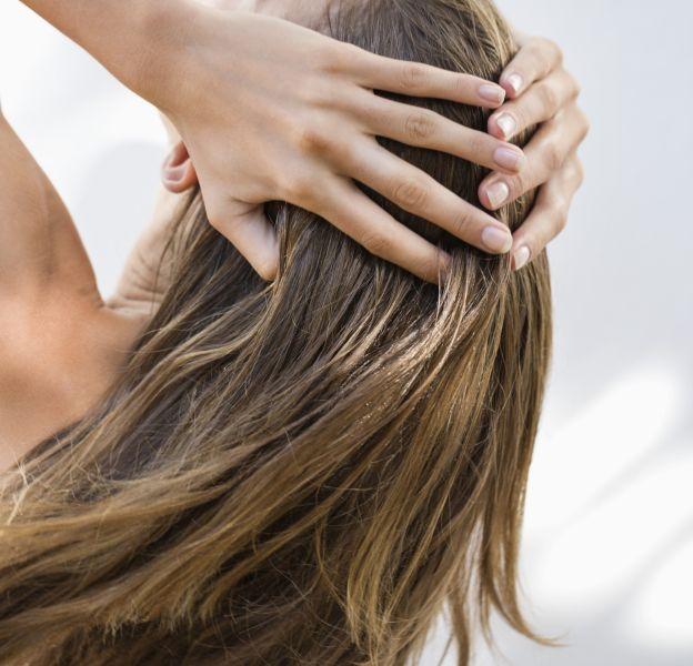 Comment soigner des cheveux gras ?