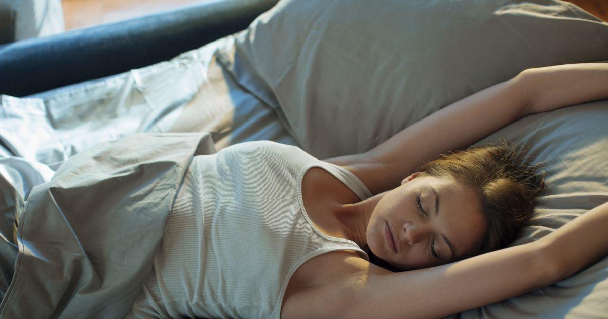 5 produits de beaut pour mieux dormir la nuit puretrend. Black Bedroom Furniture Sets. Home Design Ideas