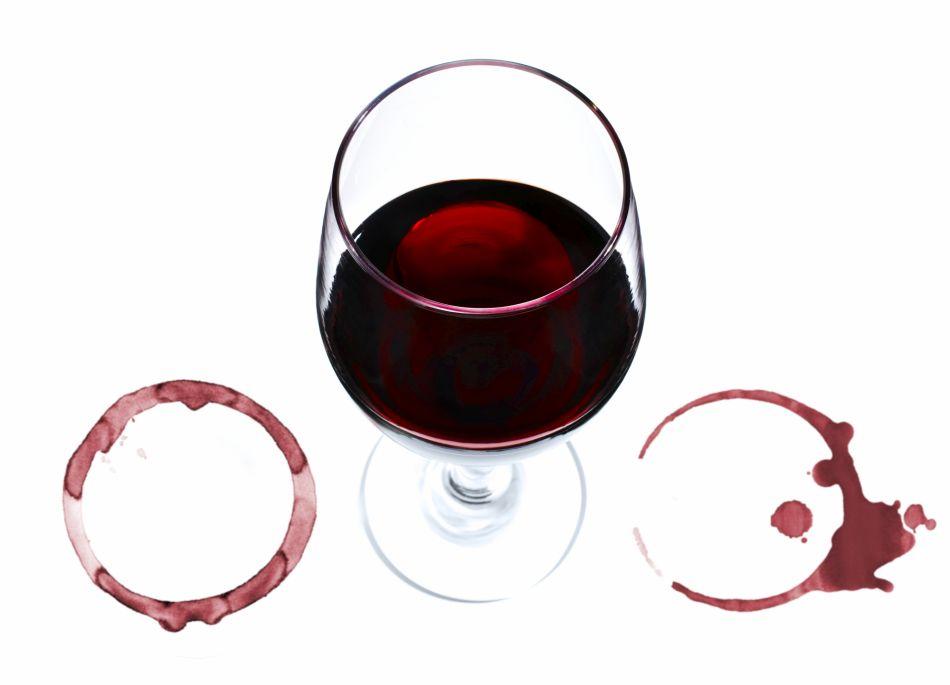 Fond de teint rouge l vre vin comment enlever les taches sur vos v tements puretrend - Comment enlever une tache de vin rouge seche ...