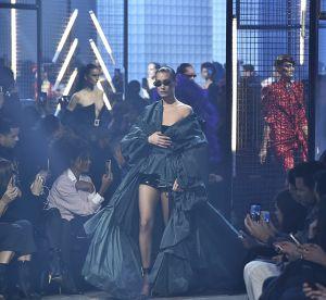 Bella Hadid : accident de téton sur le podium d'un défilé