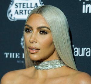 Kim Kardashian se fait voler la vedette par un rouleau de papier toilette !
