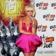 """Pour les Brit Awards 2009, Lady Gaga choisi de porter une robe du créateur malaysien Bernard Chandran. Elle possède d'ailleurs ce modèle """"géométrique"""" également en cuir noir."""