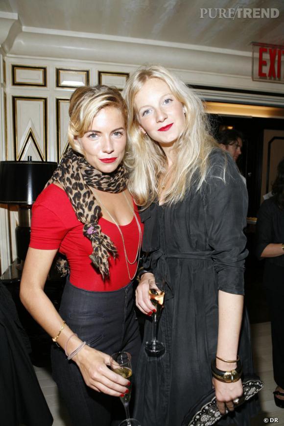 Pour les soeurs Miller, la mode est une histoire de famille. Sienna, actrice, et Savannah, styliste ont créé une marque ensemble : [brand=4294817233]twenty 8 twelve[/brand] .