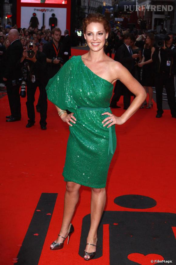 Katherine Heigl foule le red carpet en robe Naeem Khan ...
