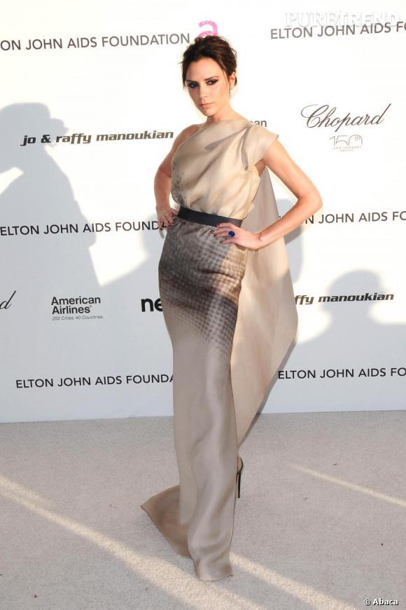 Victoria Beckham Dans Une Robe De Sa Propre Creation Epuree Et One Shoulder Puretrend