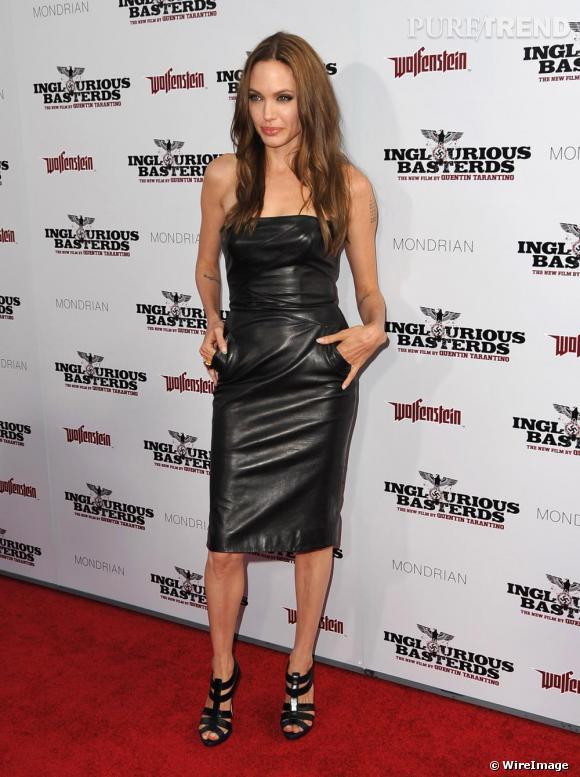 Pour Angie la robe noire est rock, dans une version bustier en cuir signé [brand=4294929108]Michael Kors[/brand].