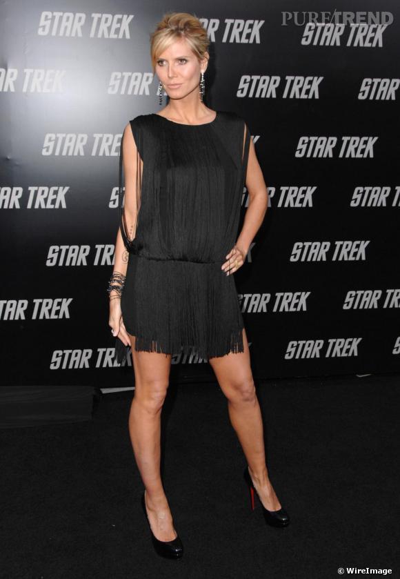 Avec une robe Charleston,Heidi Klum opte pour l'escarpin star de   Louboutin   pour sublimer sa silhouette.