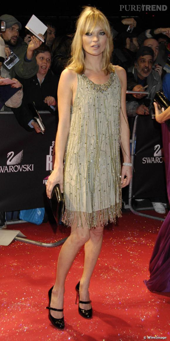 Kate Moss adore le modèle Mary Jane de   qu'elle porte de jour comme de nuit avec une robe de soirée.
