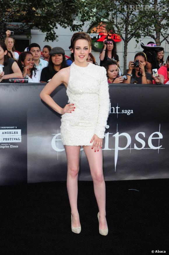 Pour s'harmoniser avec sa robe blanche, Kristen Stewart choisit elle aussi les Big Lips.