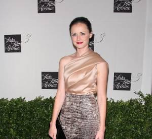Alexis Bledel : la star ingénue de Gilmore Girl ose la jupe python