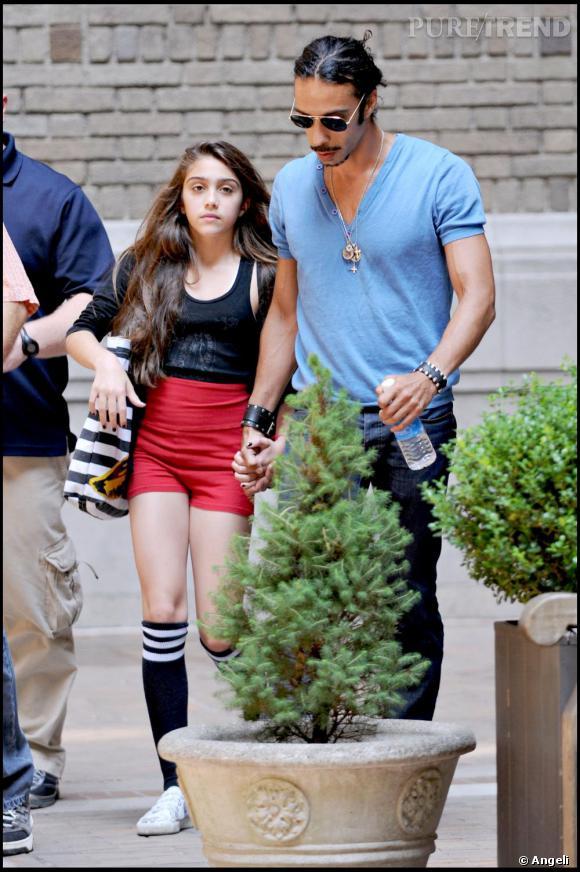 Débardeur, short taille haute et chaussettes de foot American Apparel, Lourdes fait dans le sporty coloré
