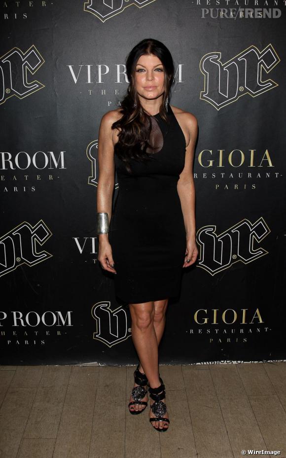 Fergie opte quant à elle pour une petite robe noire, plus sexy avec un jeu de transparence sur le décolleté, issue de la collection automne-hiver 2009 Alexander Wang.
