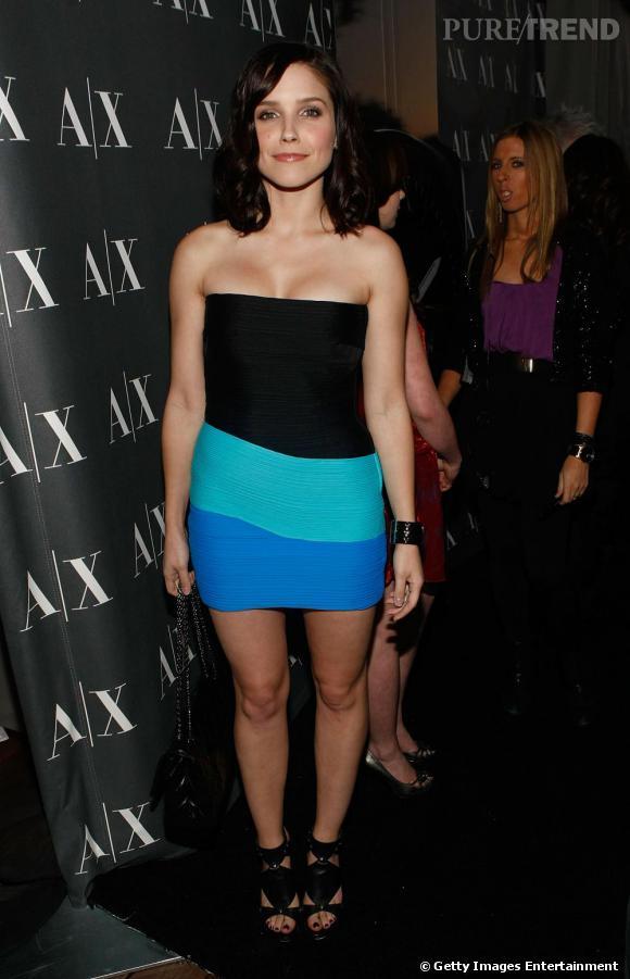 L'actrice de la série les Frères Scott, Sophia Bush est connue pour être une grande fashionista au même titre que son personnage dans la série. Elle porte donc ici une robe du créateur chéri des modeuses, Alexander Wang.