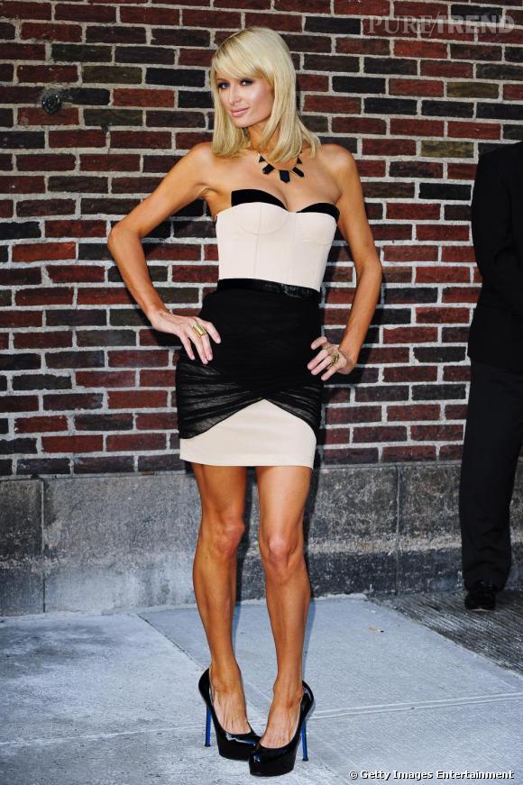 Si Paris Hilton n'est pas réputée pour avoir un grand sens du style, elle semble suivre l'influence de sa soeur plus pointue et arbore ici une robe Alexander Wang de la collection automne-hiver 2009.