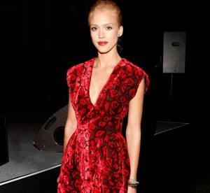Jessica Alba, tellement glamour en robe de velours
