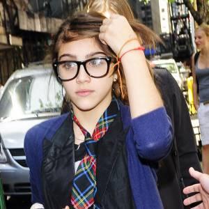 la fille de Madonna, Lourdes, a déjà tout de la fashionista avertie. Un style masculin-féminin, une cravate...et bien sûr des lunettes de geekettes, noires. Une valeur sûre, indémodable.