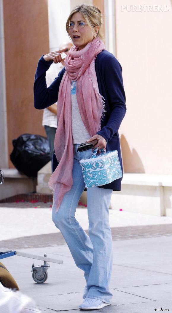 Si elle est ultra stylée sur red carpet, Jennifer garde l'esprit pratique et adopte les lunettes lorsqu'elle se balade en Californie.