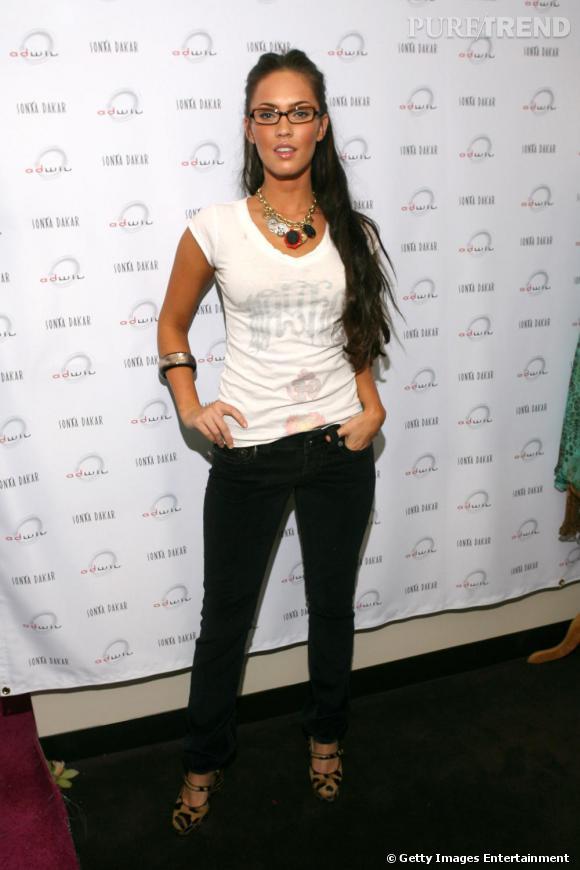 Megan Fox rend d'un coup les lunettes beaucoup moins ringardes et nettement plus sexy. Elle mise elle aussi sur la forme rétro.