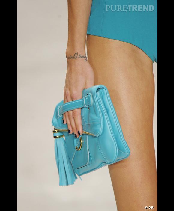 Défilé  Derek Lam , Printemps-Eté 2010, New York.   Accessoires bleu, éclatant, simple et léger.