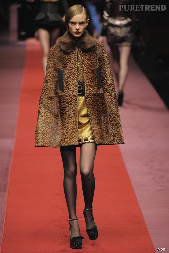 """Où ça :  Chez  D&G     Pourquoi on le veut :  A la fois cape et veste léopard, le modèle fauve par D&G donne un côté """"promenons-nous dans les bois"""" avec l'esprit vamp en plus.    Prix :  sur demande"""