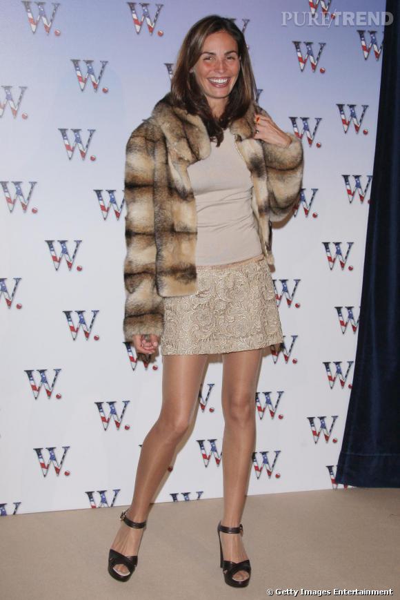 En minijupe de dentelle pastel et fourrure, Ines est habillée pour l'hiver !