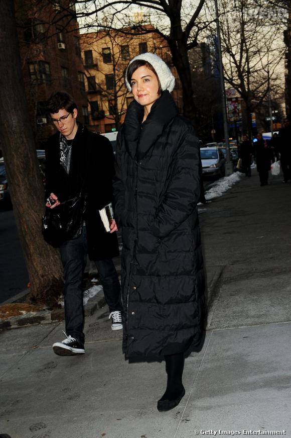 Katie Holmes lutte de façon radicale contre le froid ! Si son style est complètement dissimulé, elle n'en reste pas moins adorable.