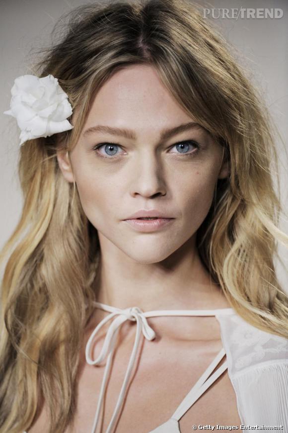 La Russe de 24 ans dispose d'une beauté enfantine et romantique non sans caractère.