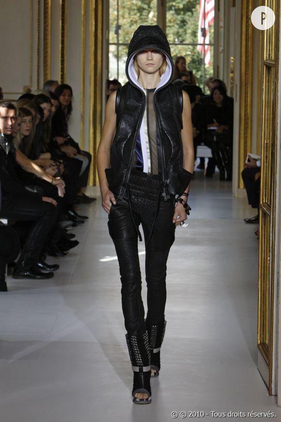 Défilé Balenciaga - Kasia Struss - Paris Printemps Eté 2010