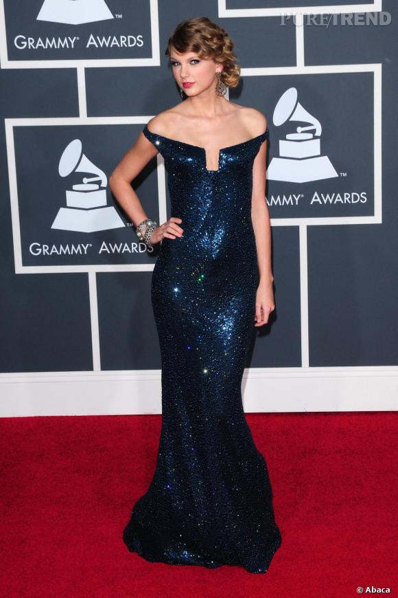 Taylor Swift dans sa longue robe à sequins