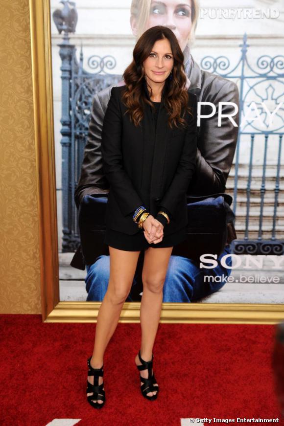Julia Roberts    Ultra chic, Julia Roberts reste dans les tonalités de noir avec des sandales Roger Vivier, déjà vues sur Hilary Swank.