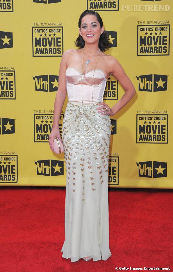 Audacieuse, Marion tente le bustier lingerie en top. Une vraie sirène en Christian Dior.