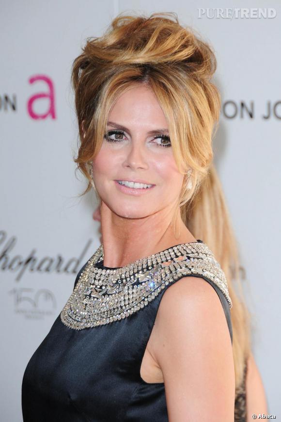 Heidi Klum emprunte à Brigitte Bardot sa coiffure gonflée très glamour.