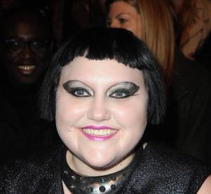 Beth Ditto vs. Selma Blair : qui porte le mieux le carré court ?
