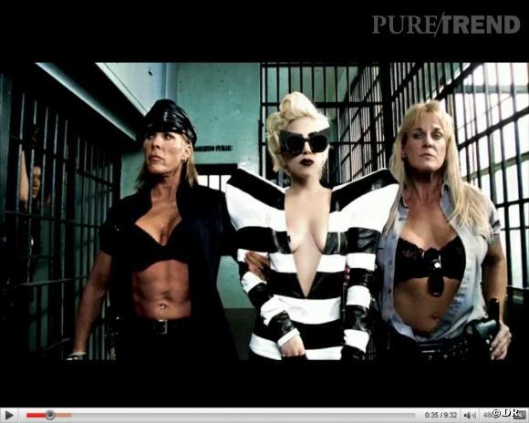 Le clip nous offre un véritable hommage au savoir faire Jean Charles de Castelbajac. Lady Gaga ouvre le clip avec une robe rayée, XXLement épaulée Jean charles de Castelbajac.