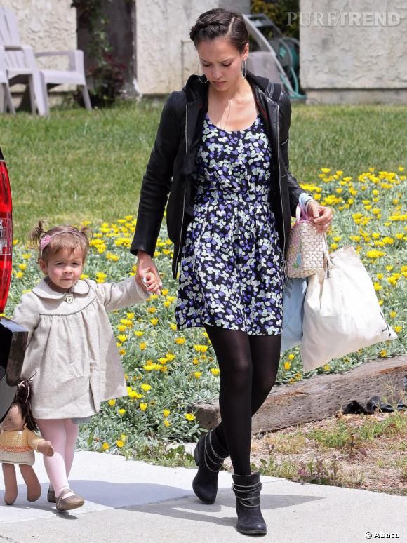 Sortie en famille pour jessica alba qui adopte un look for Sortie en famille yvelines