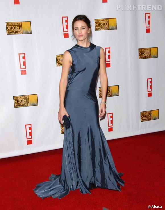 Flop en 2007. Jennifer a pris confiance, trop. Elle se noie dans une longue robe chiffonnée.