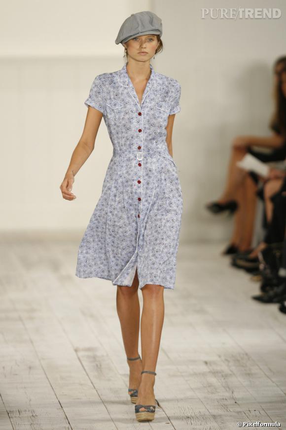 Défilé Ralph Lauren Printemps-Eté 2010       Une robe apparement sage pour un look girly et frais. On note l'importance des boutons que l'on défait, si on veut jouer les ingénues sexy.